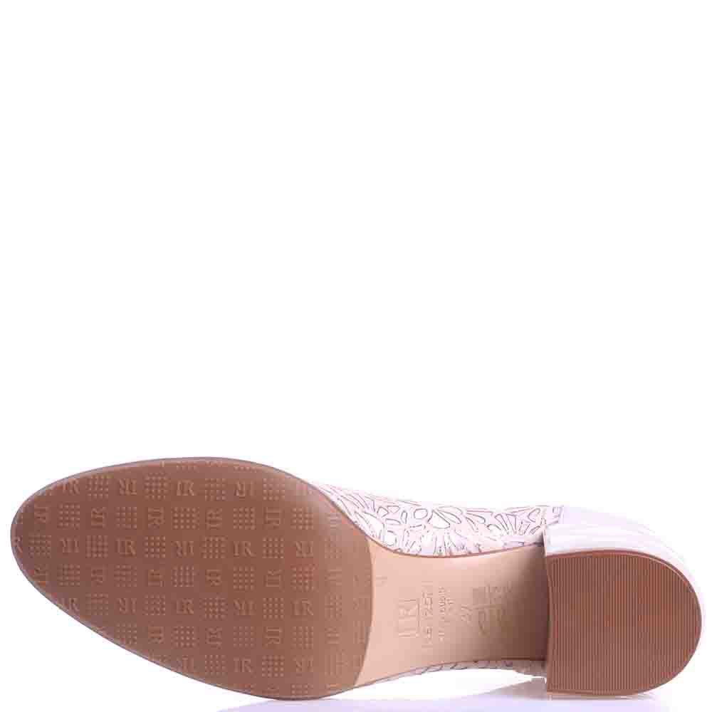Туфли Ilasio Renzoni бежевого цвета на толстом каблуке