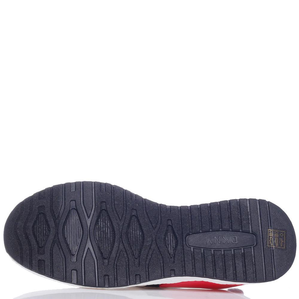 Белые кроссовки DKNY с красной вставкой