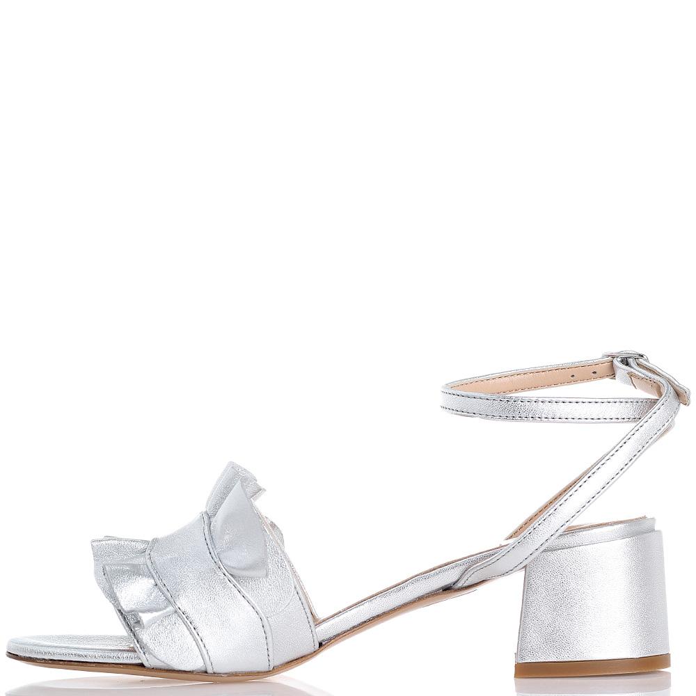 Серебристые босоножки Bianca Di на среднем каблуке