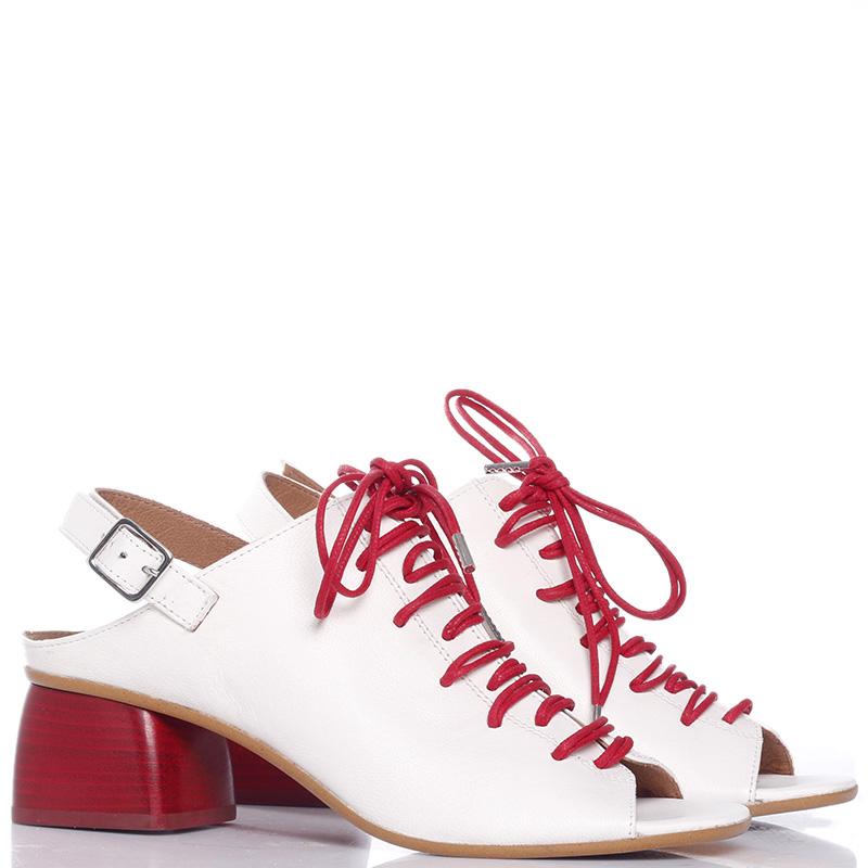 Босоножки Mally белого цвета на шнуровке