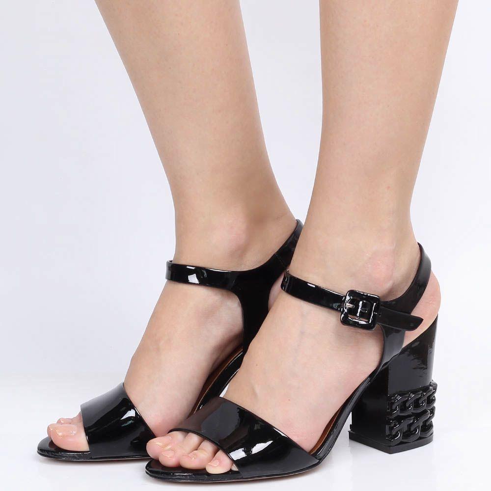 Босоножки Vicenza из лаковой кожи черного цвета с декоративными цепями на каблуке