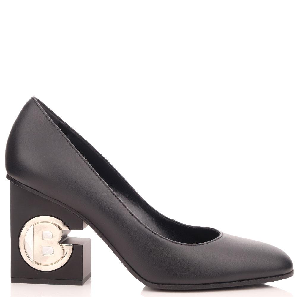 Черные туфли Baldinini с логотипом на каблуке