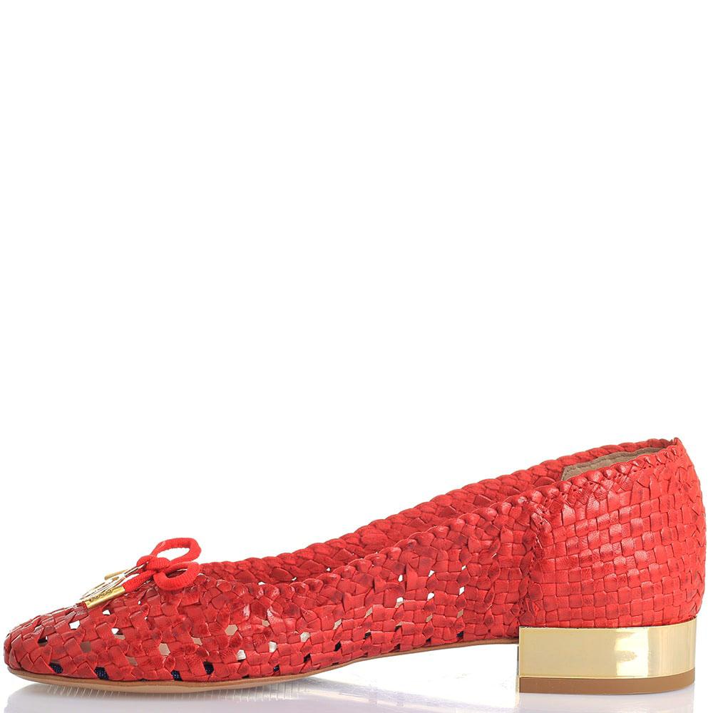 Плетеные кожаные туфли Trussardi Jeans красного цвета на золотистом каблуке