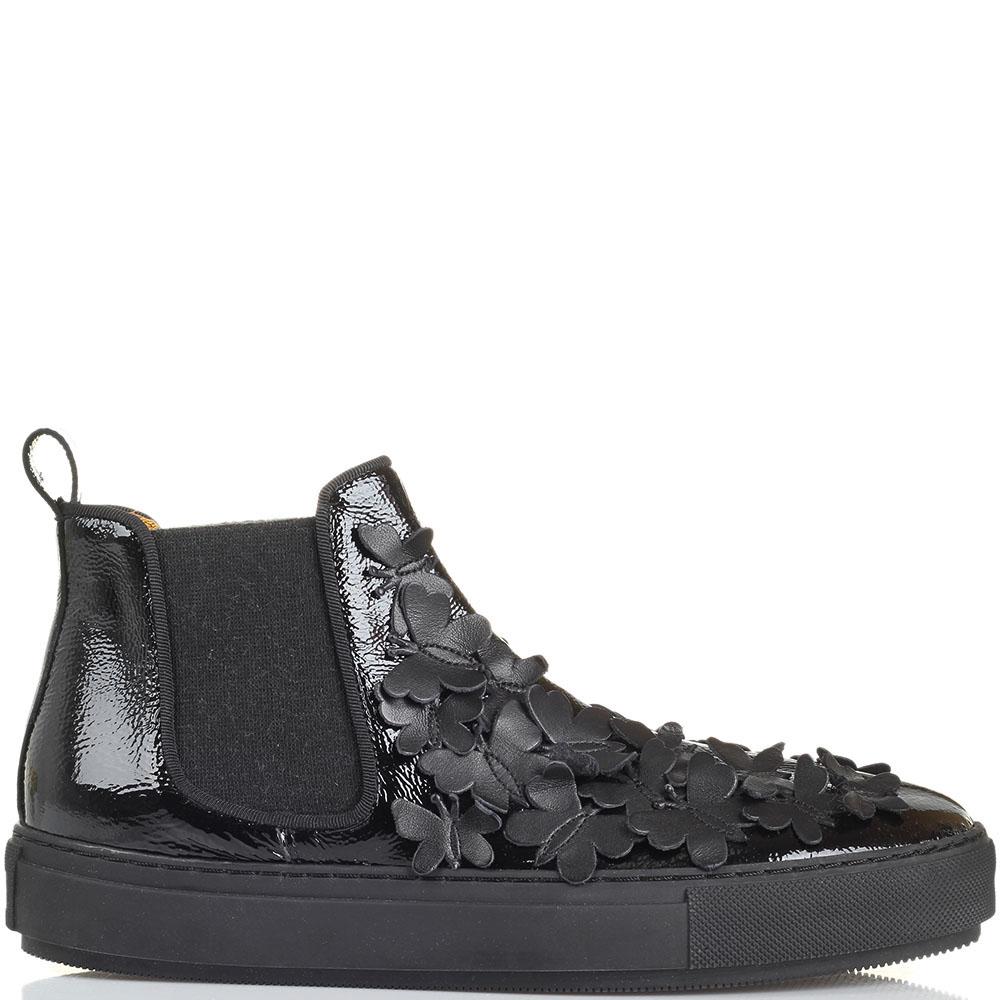 Ботинки Ras из лаковой кожи черного цвета с декором в виде мелких бабочек