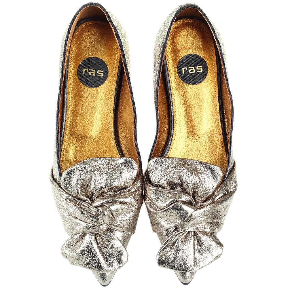 Золотистые туфли Ras из натуральной кожи с крупным бантом