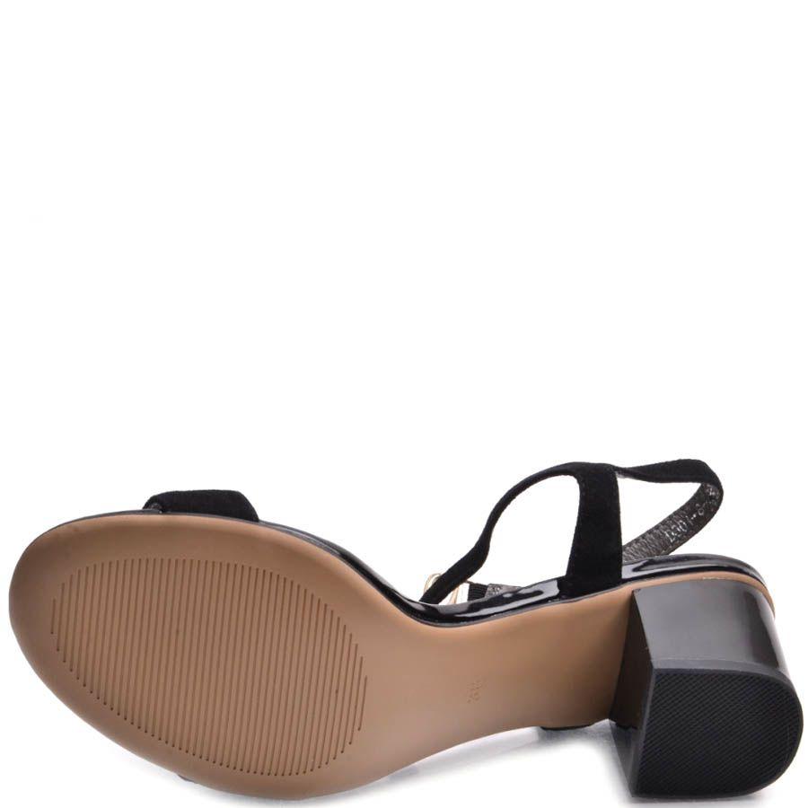 Босоножки Prego черного цвета замшевые на устойчивом каблуке с металлическим декором