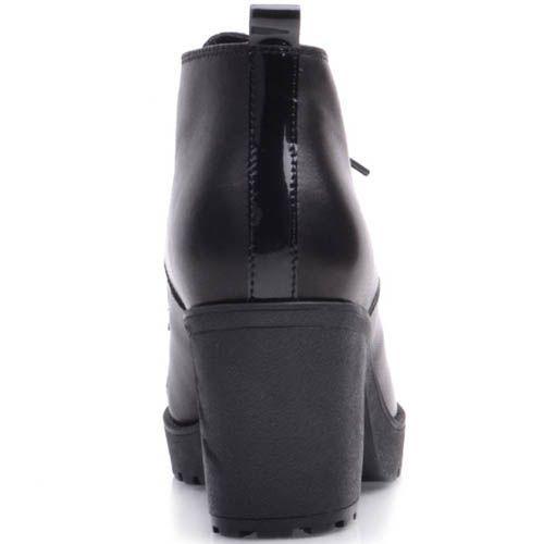 Ботинки Prego из матовой черной кожи на шнуровке с лаковым носком