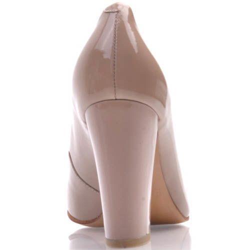 Туфли-лодочки Prego лаковые бежевого цвета на устойчивом каблуке