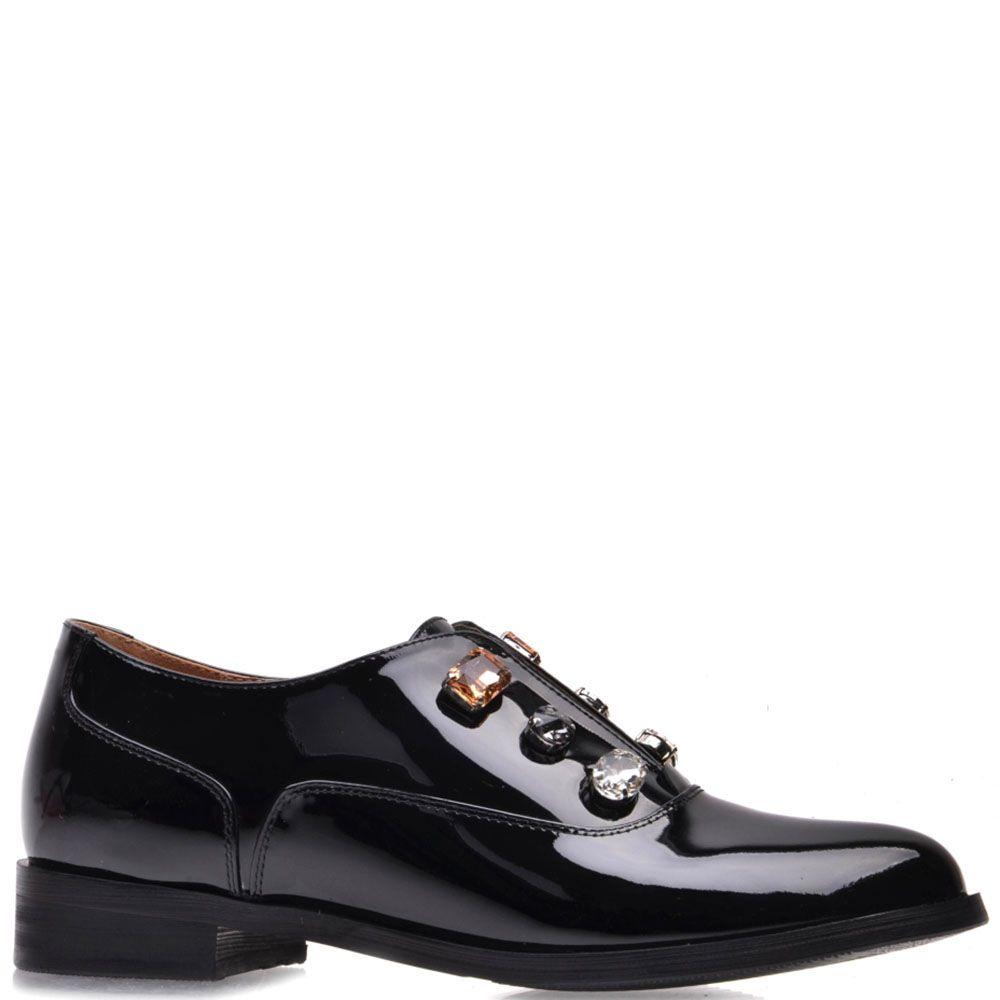 Туфли Prego из натуральной лаковой кожи черного цвета с крупными камнями