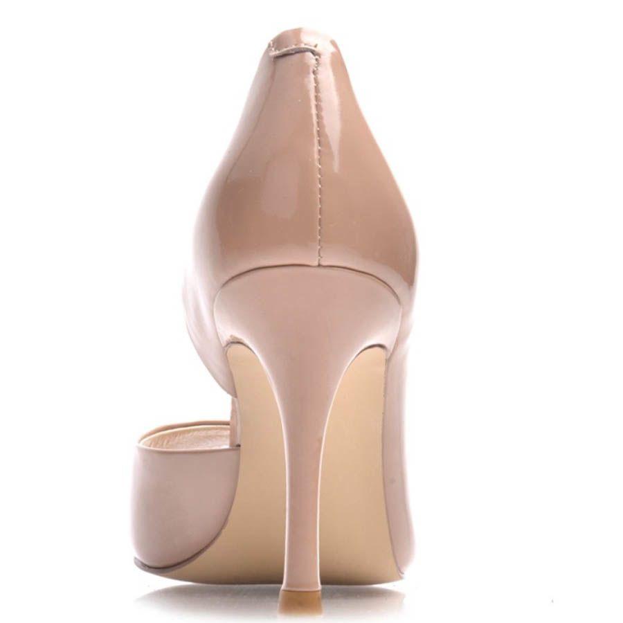 Туфли Prego с открытым пальчиком лаковые бежевого цвета на шпильке