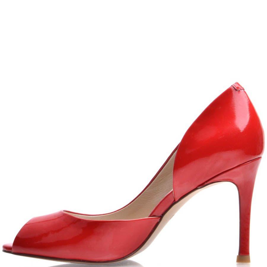 Туфли Prego с открытым пальчиком лаковые красного цвета на шпильке
