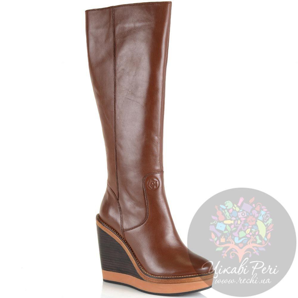 Женские осенние сапоги Armani Jeans коричневые кожаные на танкетке