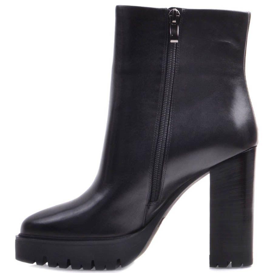 Ботильоны Prego черного цвета кожаные минималистичные с толстой рельефной подошвой и высоким каблуком