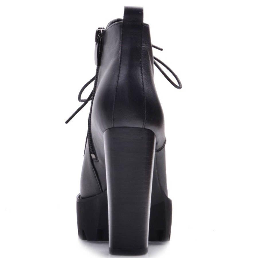 Ботинки Prego черного цвета на высоком каблуке со шнуровкой