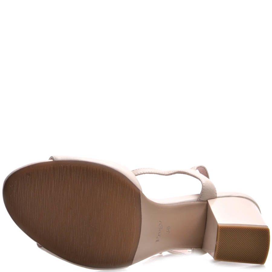 Босоножки Prego на толстом каблуке бежевого цвета