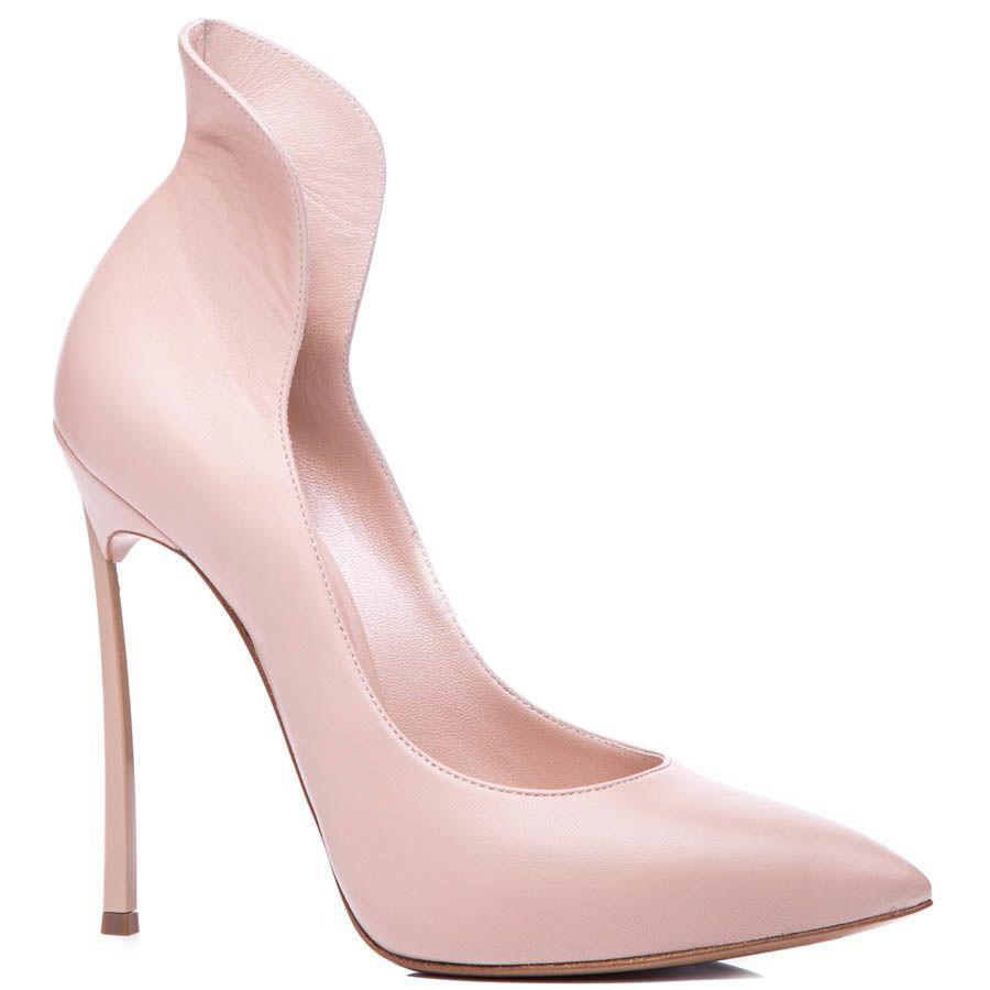 Туфли-лодочки Casadei бежевого цвета с фигурной щиколоткой и высоким металлическим каблуком-шпилькой