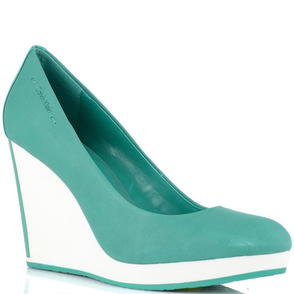 Туфли Calvin Klein из нубука цвета морской волны на высокой белой танкетке