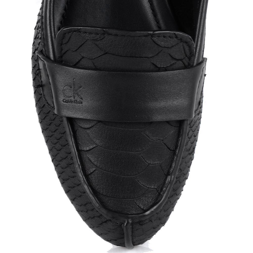 Женские мокасины Calvin Klein черного цвета с имитацией кожи питона