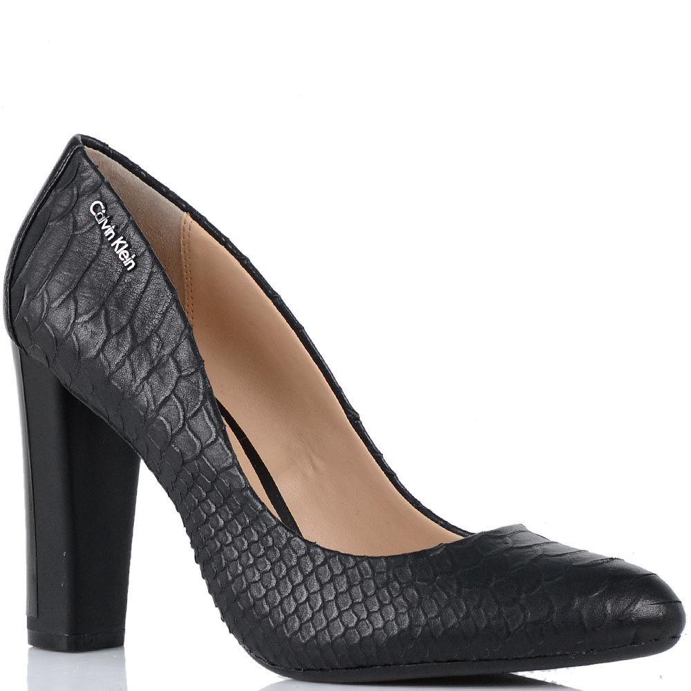 Женские туфли Calvin Klein на среднем каблуке с имитацией кожи питона