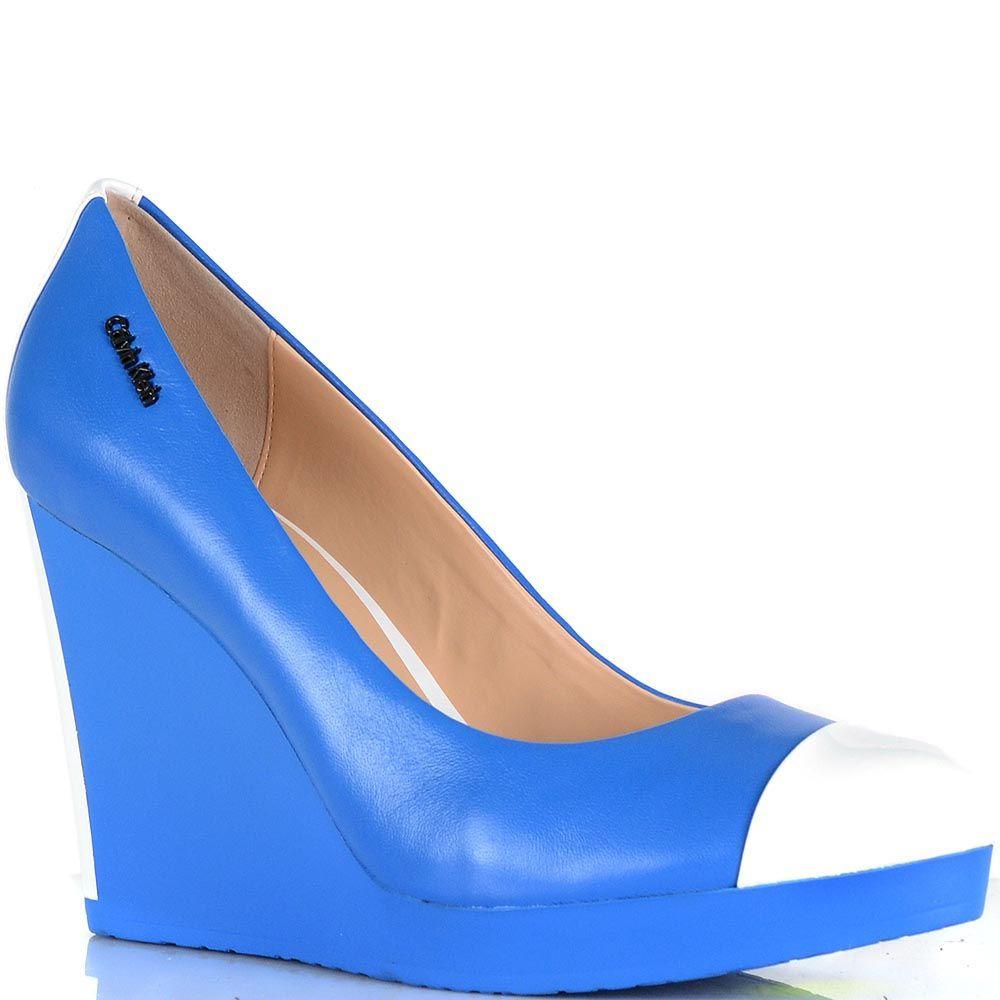 Туфли Calvin Klein на высокой танкетке насыщенно-голубого цвета