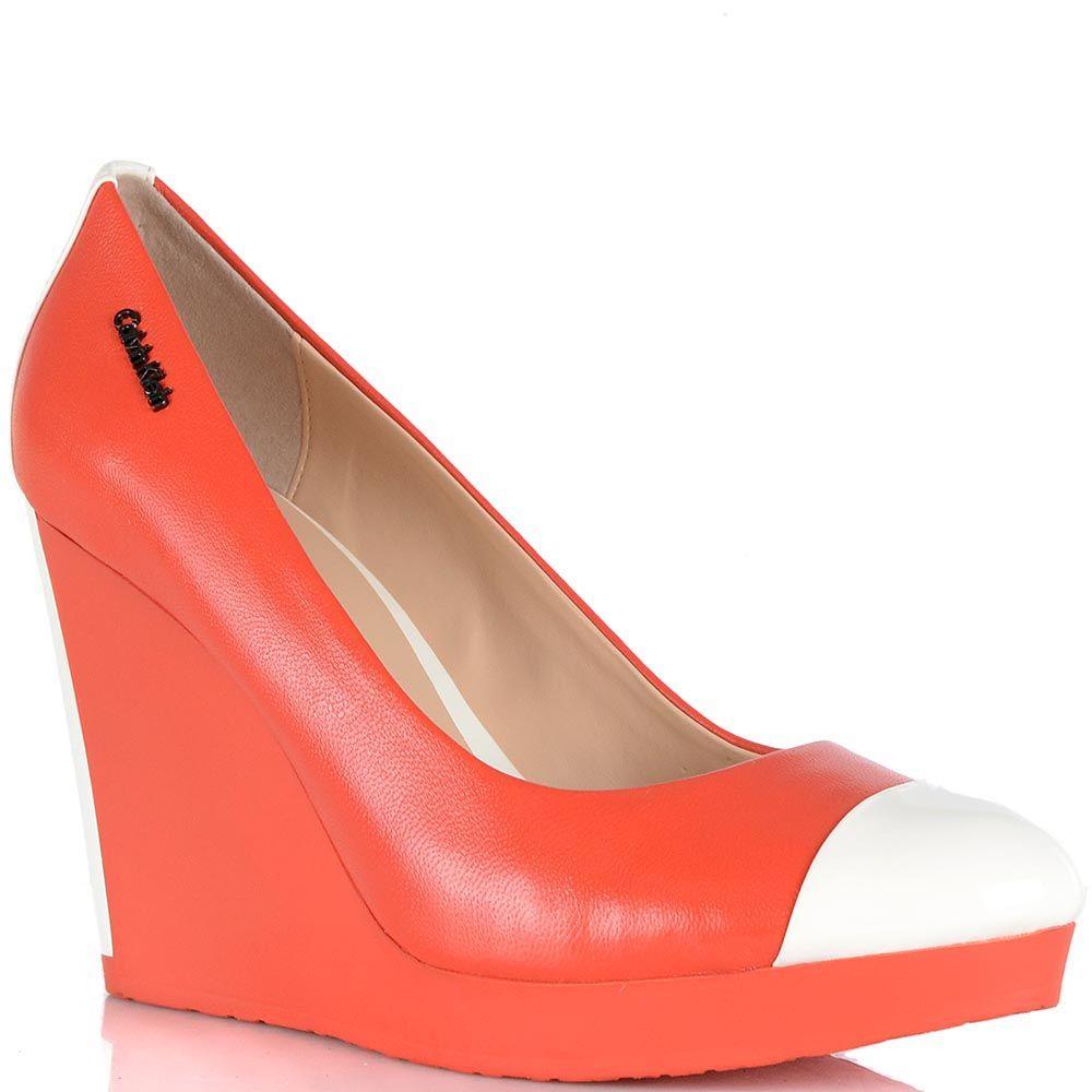 Туфли Calvin Klein на высокой танкетке кораллового цвета