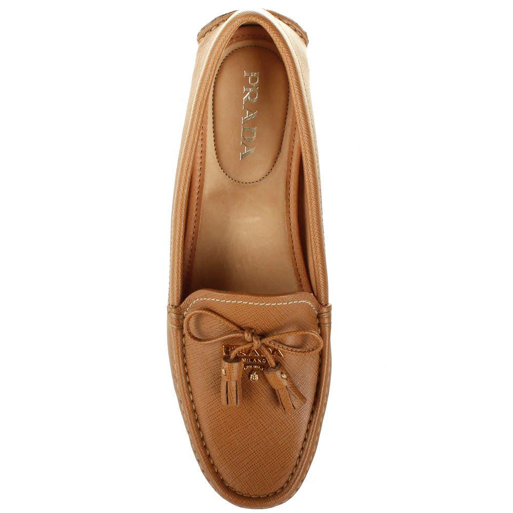 Женские мокасины Prada светло-коричневого цвета с декоративными кисточками