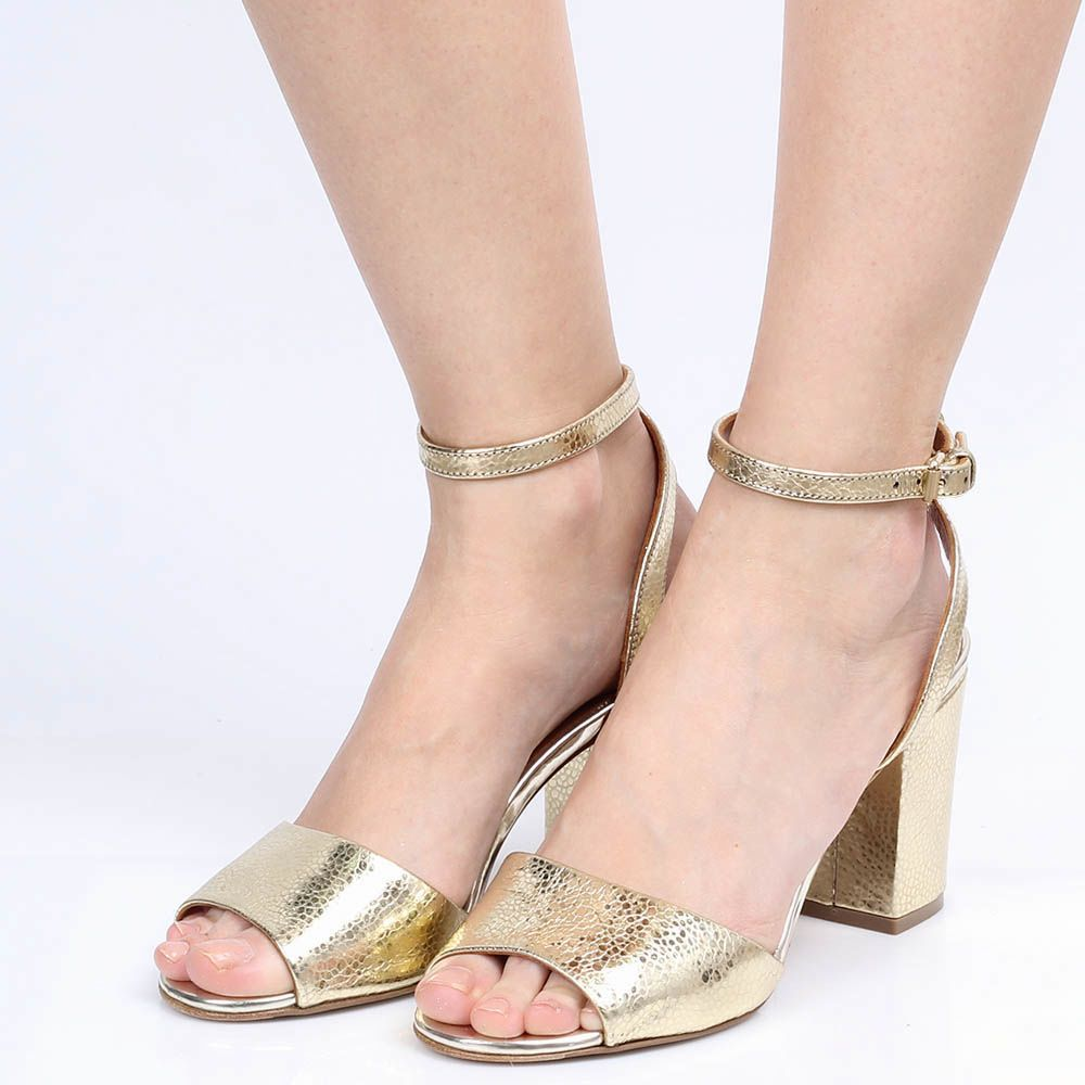 Босоножки The Seller Julie Dee золотого цвета из натуральной тисненой кожи