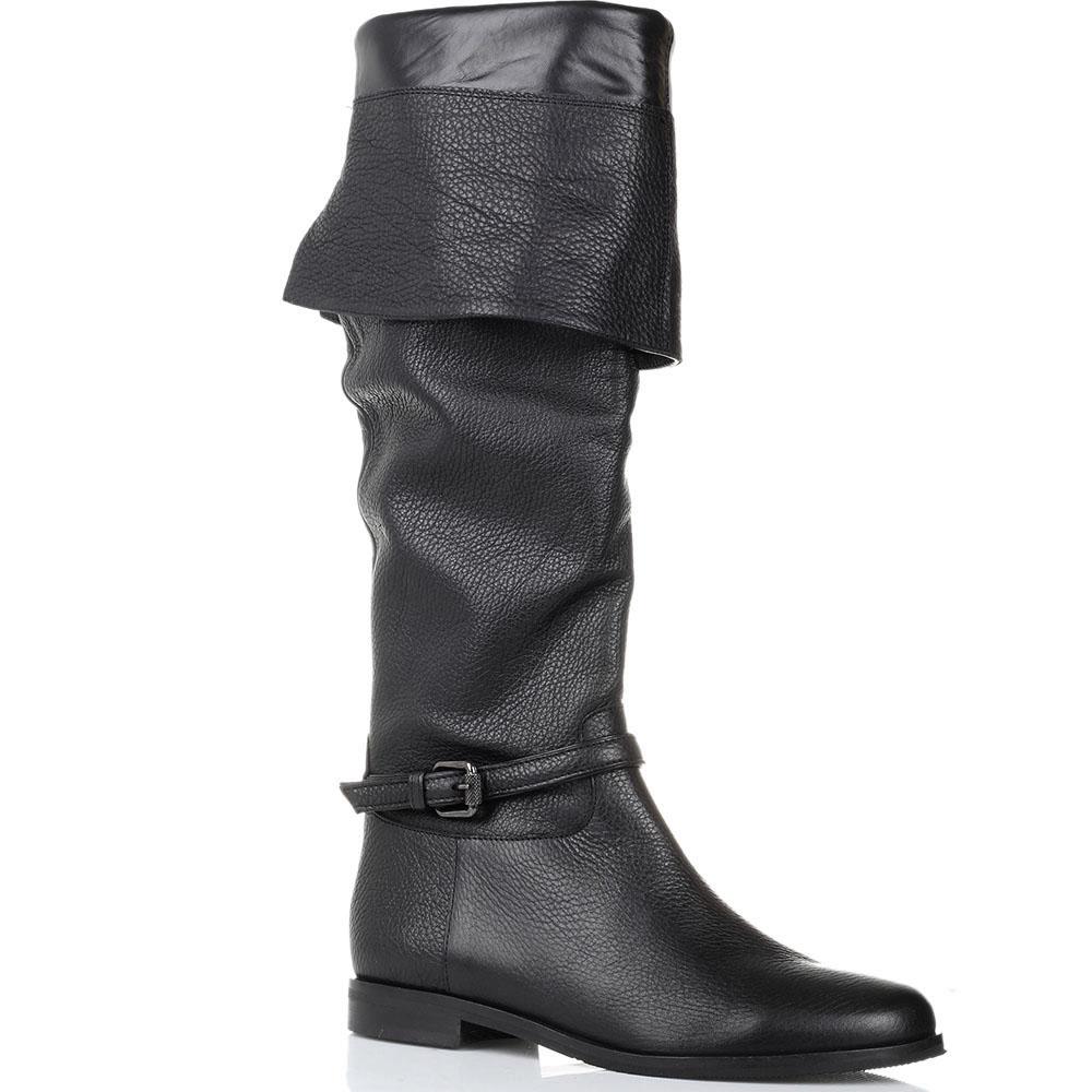 Ботфорты из зернистой кожи The Seller JD черного цвета с декоративным ремешком
