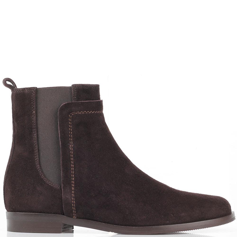 Замшевые ботинки на резинках The Seller JD коричневого цвета