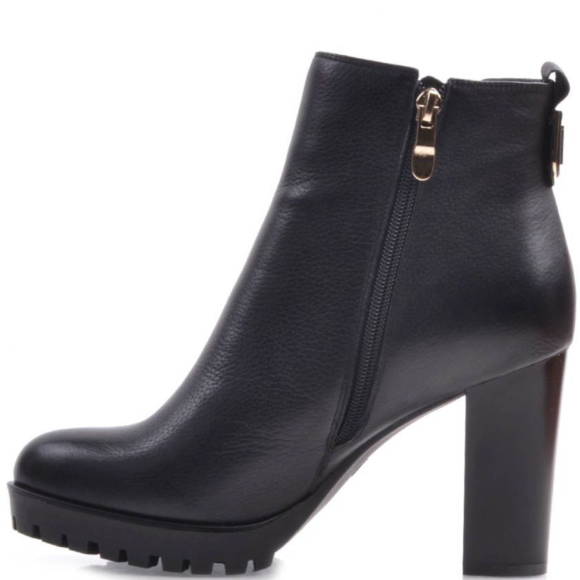 Ботильоны Prego черного цвета кожаные на широком каблуке с рельефной подошвой и резинок-вставкой в виде треугольника