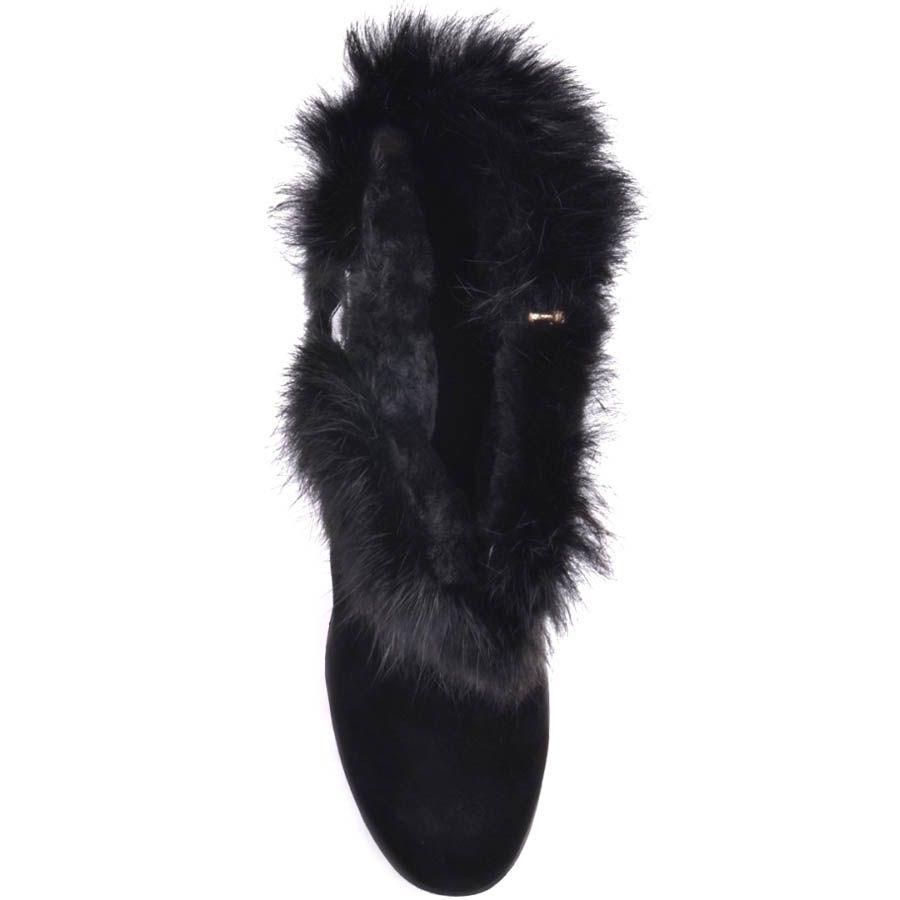 Ботильоны Prego зимние черного цвета с меховым отворотом украшенным золотистой пряжкой и на высоком каблуке