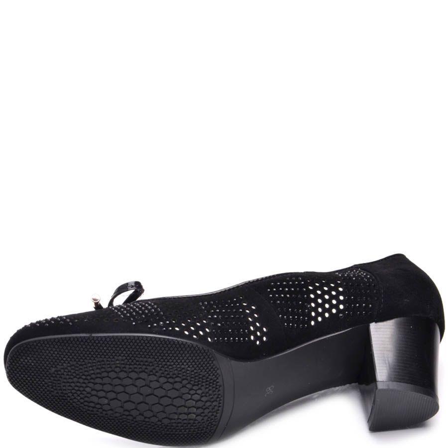 Туфли Prego черного цвета замшевые перфорированые с лаковым бантиком