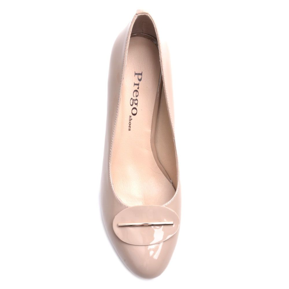 Туфли Prego из натуральной лаковой кожи бежевого цвета