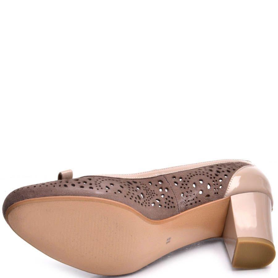 Туфли Prego бежевого цвета с замшевой перфорированой вставкой коричневого цвета