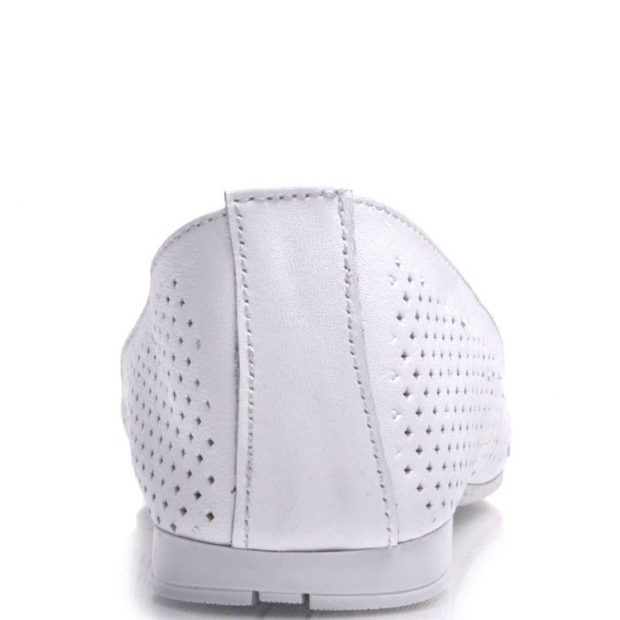 Балетки Prego кожаные белые с перфорацией и лаковым бантиком