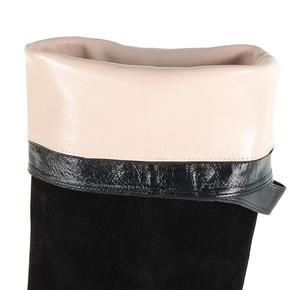 Замшевые сапоги Giorgio Fabiani черного цвета с золотистой шильдой на каблуке