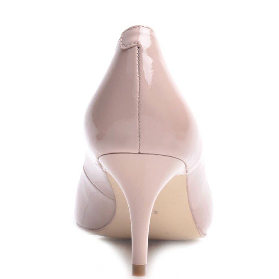 Туфли-лодочки Prego лаковые бежевого цвета