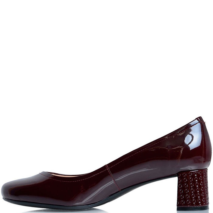 Туфли из лаковой кожи Prego бордового цвета с перфорацией на каблуке