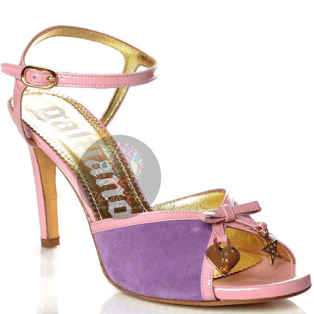 Босоножки Galliano на средней шпильке замшевые сиреневые с кожаными лаковыми розовыми ремешками