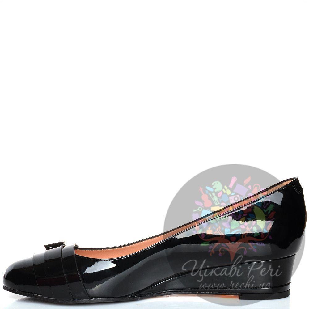 Туфли Giorgio Fabiani черные кожаные лаковые на невысокой танкетке