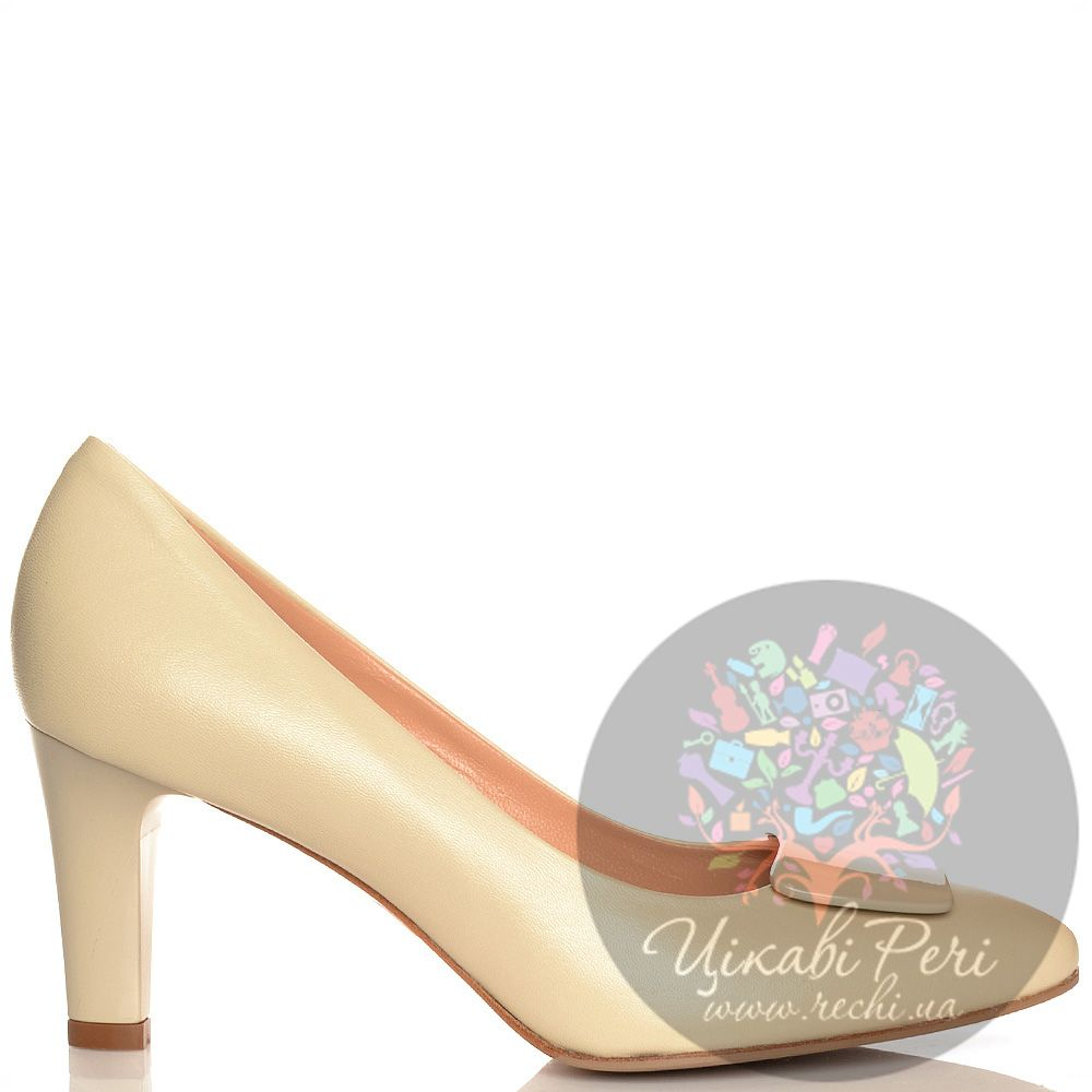 Туфли Giorgio Fabiani кожаные бежевые на среднем каблуке
