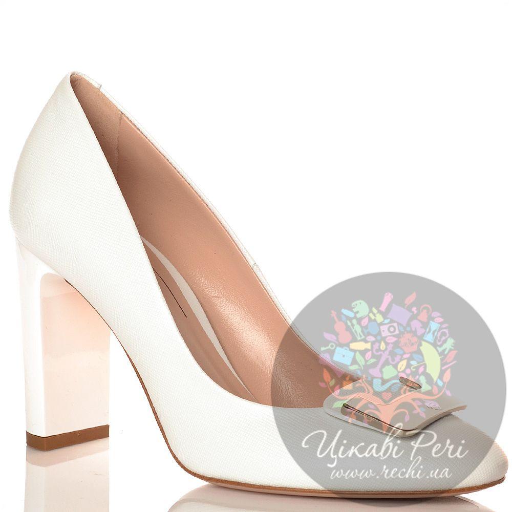 Туфли Giorgio Fabiani из кожи с фактурой Сафьяно белые с элегантной пряжкой