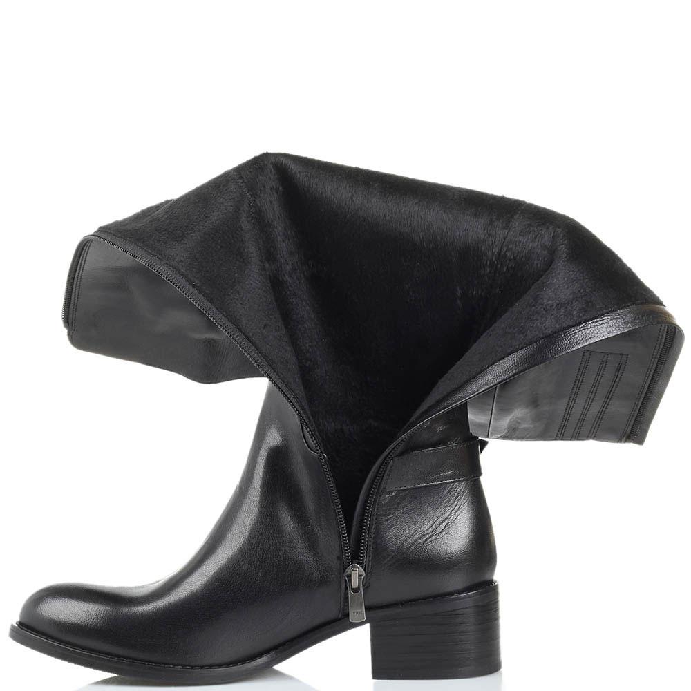 Высокие сапоги Ginni из полированной кожи черного цвета с декоративным ремешком