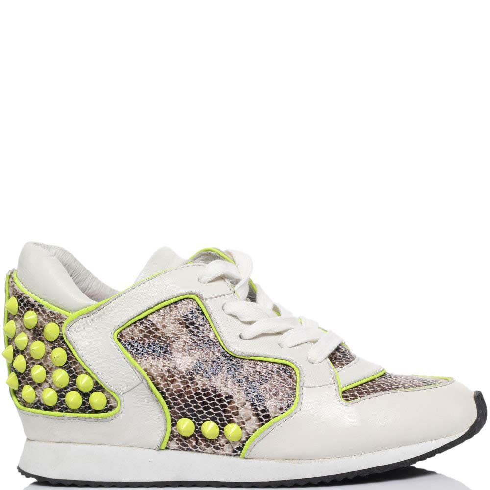 Кроссовки из кожи с фактурой питона белого цвета ASH с желтыми шипами