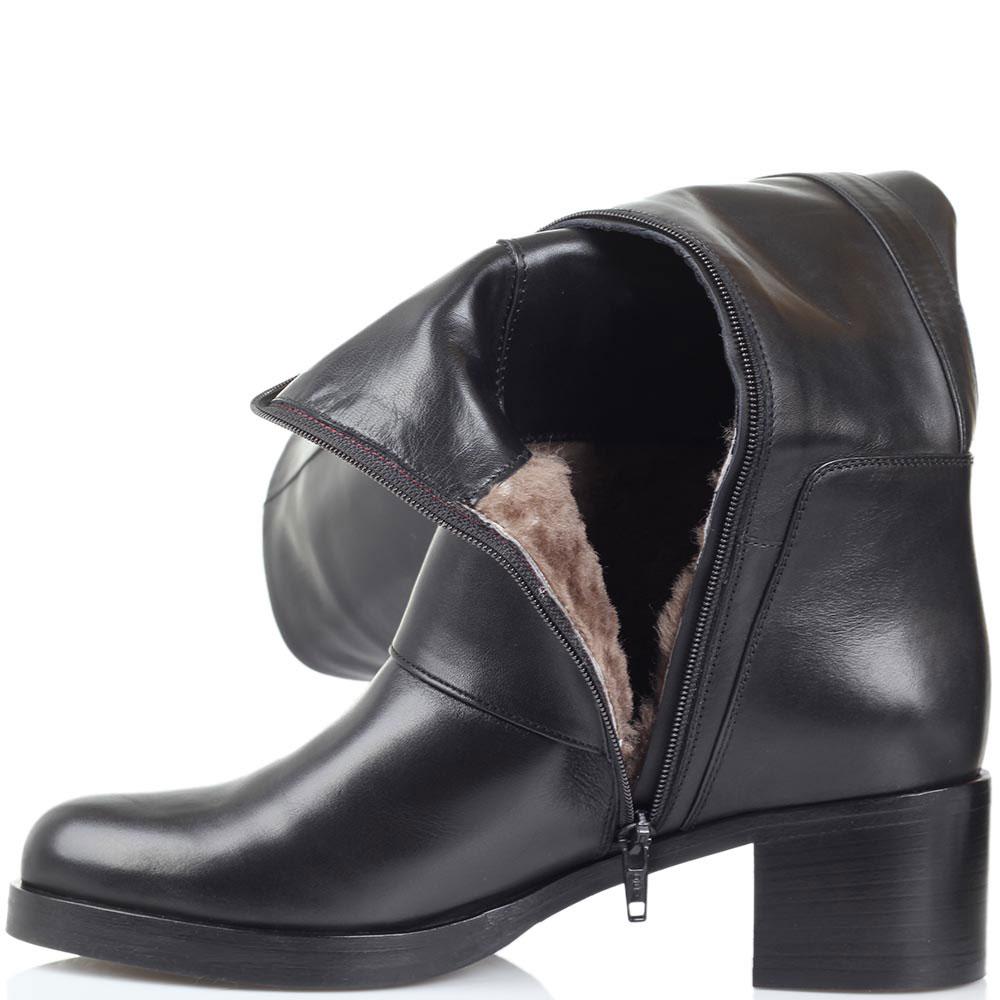 Кожаные сапоги на меху Bervicato черного цвета с широкой декоративной пряжкой