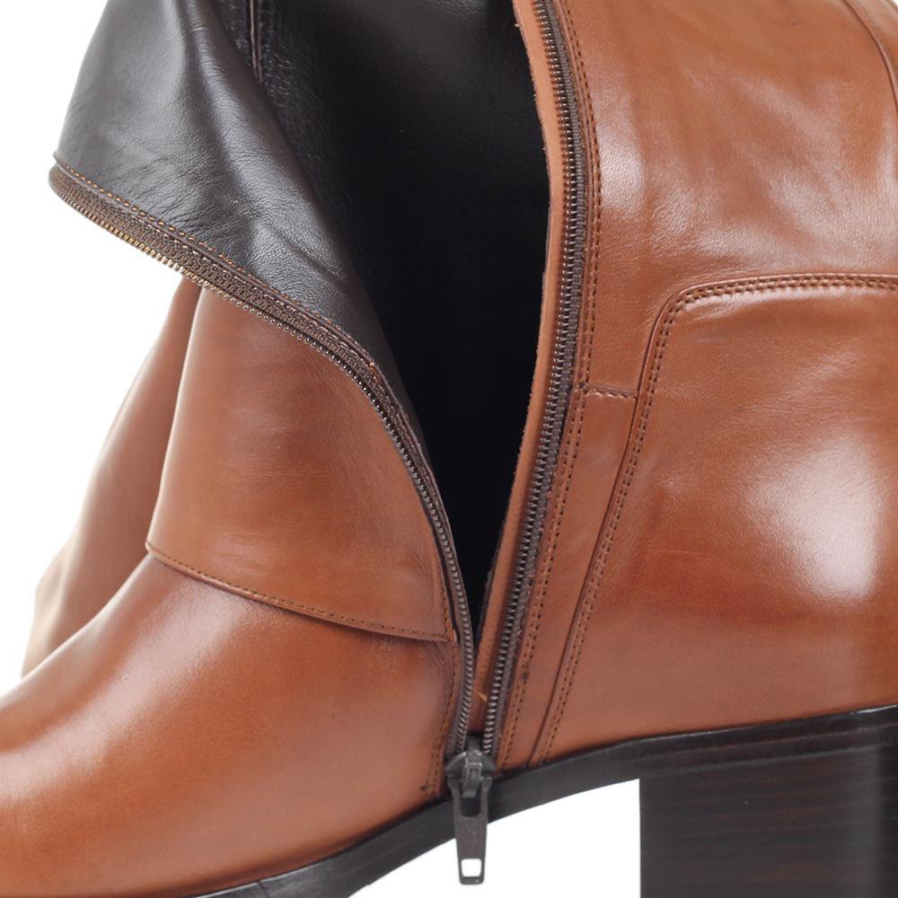 Сапоги Bervicato из кожи коричневого цвета с широкой декоративной пряжкой