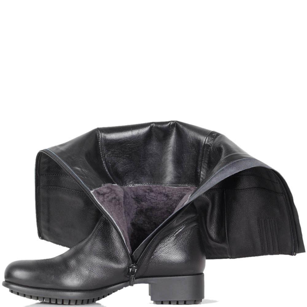 Зимние сапоги Iceberg черного цвета на низком каблуке