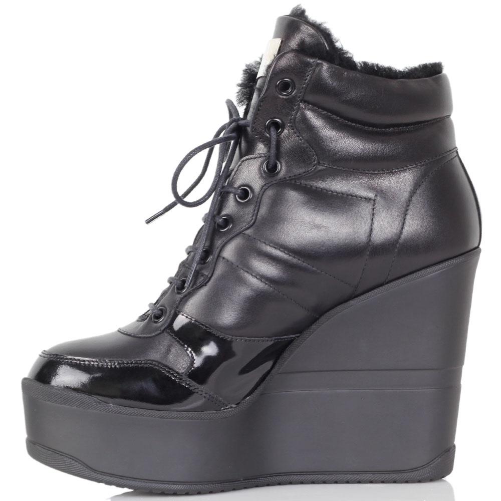 Зимние ботинки Richmond черного цвета на высокой танкетке