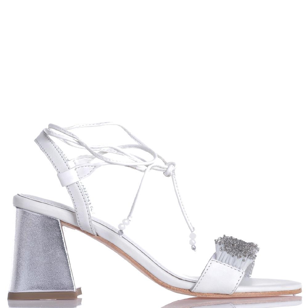 Белые босоножки Apepazza с бусинами на шнуровке