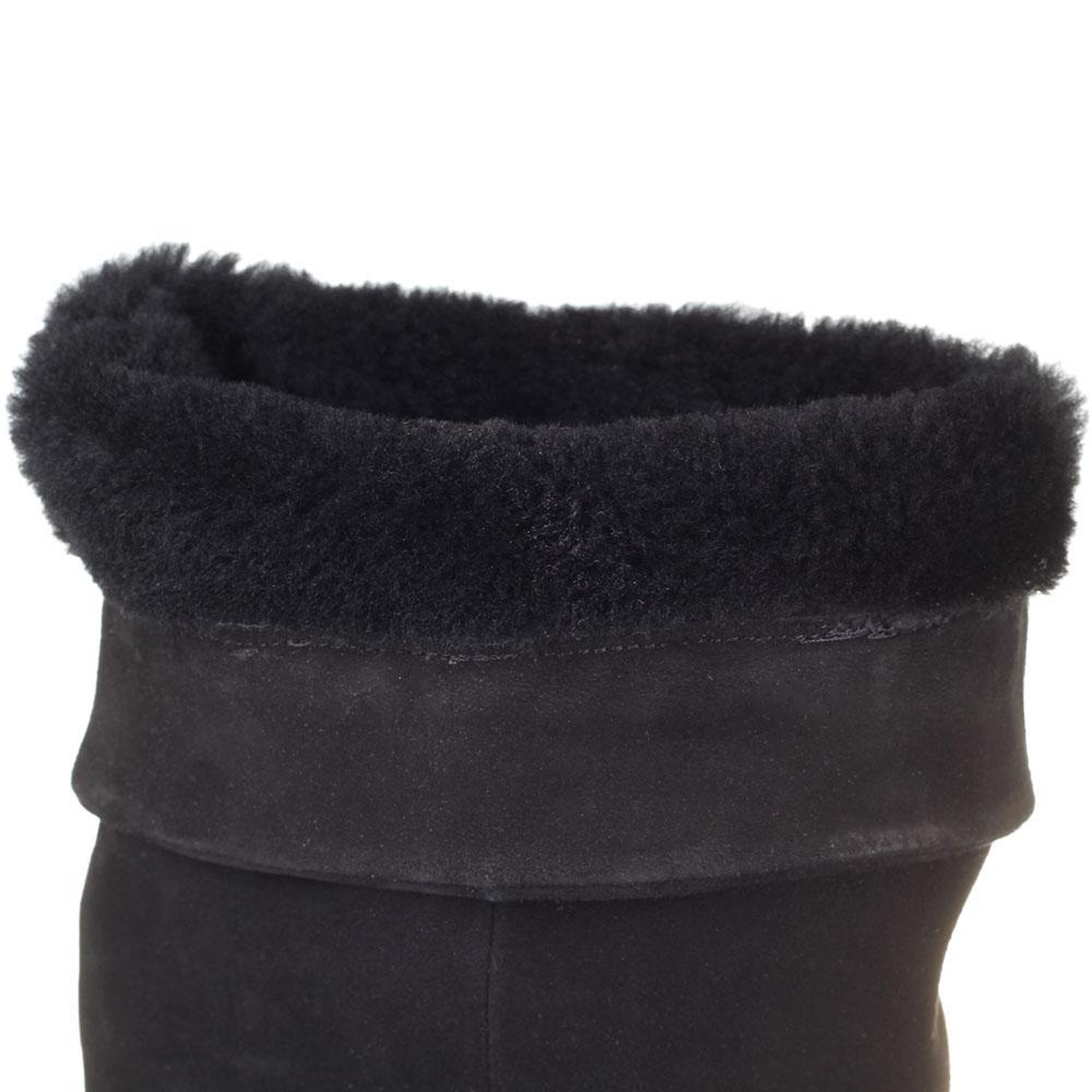 Замшевые зимние сапоги-ботфорты The Seller Jullie Dee черного цвета на толстой подошве